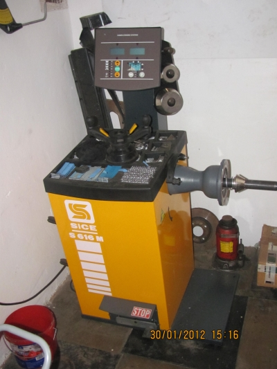 Stroje v pneuservise